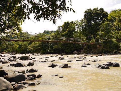 Jembatan menuju penangkaran rusa, membelah sungai Cibeet