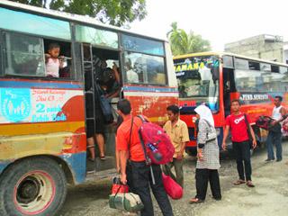 Bus Pembangunan Semesta (photo by dwibayu)