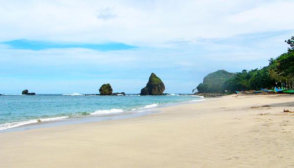 Pantai Tanjung Papuma nan tenang