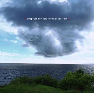Awan hujan di Ceningan sebelum pulang