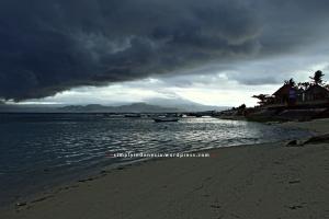 Awan hujan di Nusa Lembongan