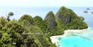 View Dari Puncak Wayag Satu 03