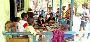 Belajar Menganyam Di Kampung Arborek
