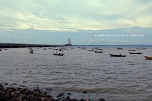 Jembatan Suramadu Dilihat Dari Sekitar Tambak Wedi
