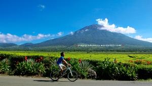Bersepeda di Kayu Aro, Depan Gunung Kerinci