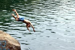 Berenang Di Danau 1