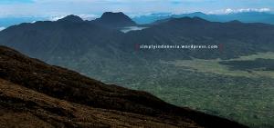 View Danau Gunung Tujuh Dari Puncak Gunung Kerinci