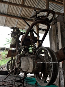 Bangkai Suzuki Spin - Tampak Belakang