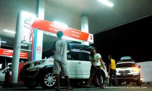 Isi Bensin di Jalan Diponegoro