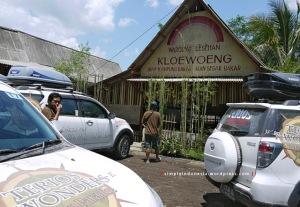 Makan siang di Warung Lesehan Kloewoeng