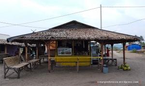Warung di pinggir Pantai Ciantir