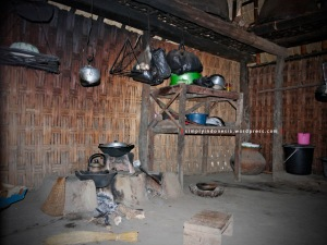 Area dapur di salah satu rumah tradisional Desa Sade