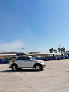 Daihatsu Terios di pelataran parkir Pelabuhan LembarDaihatsu Terios di pelataran parkir Pelabuhan Lembar