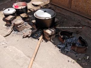 Masak di luar manakala ada hajatan di desa
