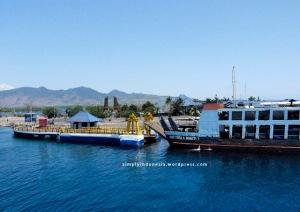Menunggu antrian bersandar di Pelabuhan Gilimanuk