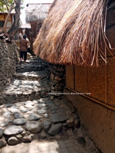 Salah satu sudut jalan di Desa Sade Rembitan