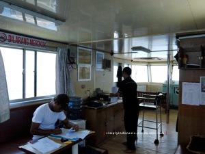 Suasana Ruang Kontrol Kapal