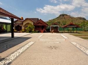 Halaman Hotel Mutmainnah