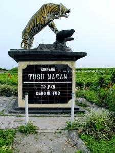 Simpang Tugu Macan
