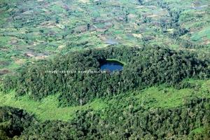 Danau Belibis yang terletak di Kecamatan Kayu Aro Barat ini berada di ketinggian +- 1,000 mdpl dengan luas mencapai 2-3 hektar