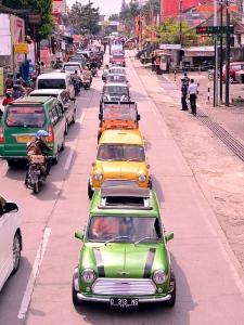 Konvoi Mobil Tua Komunitas Mini Cooper Bandung
