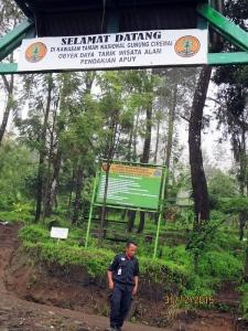 Gerbang Selamat Datang Basecamp Apuy